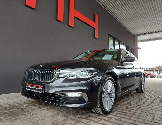 BMW 520d xDrive Touring Luxury Line Aut., Bowers&Wilkins, Night Vision, Kamera, Massage, LED, AHK, Navi-Pro, 19″ bei CarPort || Meyer-Hafner in