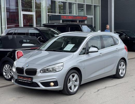 BMW 225xe PHEV Active Tourer Sport Line Aut., LKHZ, Navi, Kamera, SHZ, LED bei CarPort || Meyer-Hafner in