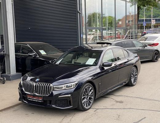 BMW 730d xDrive Limousine M-Paket Aut., Glasdach, Kamera, LED, Memory, HiFi, Navi-Pro, 20″ bei CarPort || Meyer-Hafner in