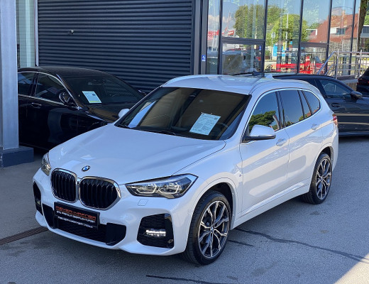 BMW X1 xDrive18d M-Paket Aut., Kamera, AHK, SHZ, Navi, Komfortzugang, HiFi, LED bei CarPort || Meyer-Hafner in