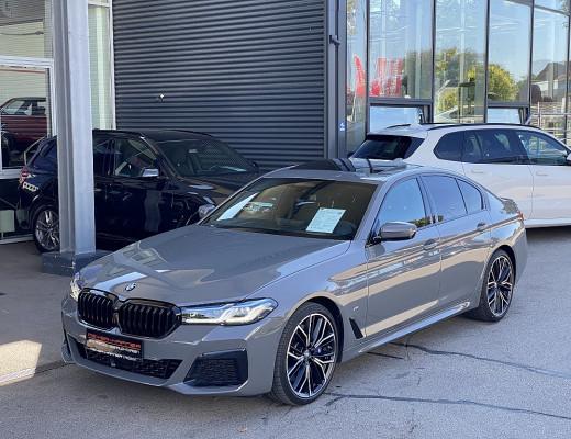BMW 530d xDrive Limousine 48 V M-Paket Aut., AHK, Glasdach, STHZ, LKHZ, Kamera, Harman Kardon, Laserlicht, Massage, 20″ bei CarPort || Meyer-Hafner in