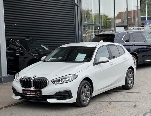 BMW 118d Aut. LED, ACC, DAB, Live Cockpit Plus, Navigation, Keeless go bei CarPort    Meyer-Hafner in